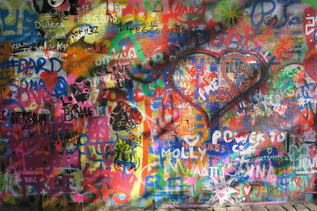 Dlaczego nazwa abstrakcyjna jest mało popularna